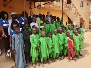 Karpowership boss Durmusoglu Ambassador Yuceer and teachers and students posing for a picture