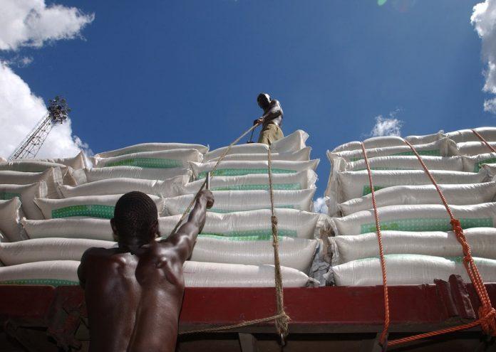 ©FAO Giuseppe Bizzarri Loading at a port in Tanzania
